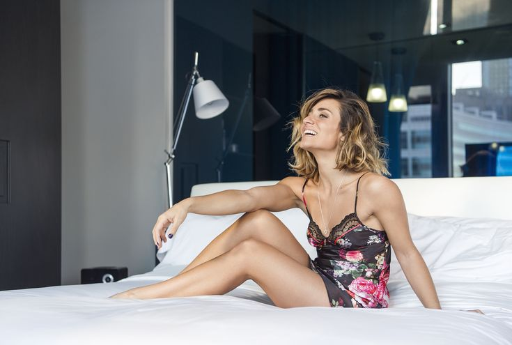 Camille DG in our luxurious satin nightie | Blog Le Cahier