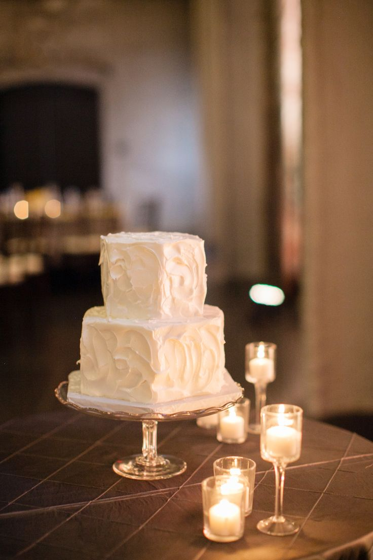 Fall Cake Trend: Buttercream & Gold Accents // Laura Ivanova Photography // http://blog.theknot.com/2013/09/12/hot-fall-wedding-trends-to-steal-right-now/