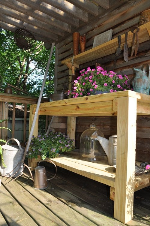 DIY Garden Potting Bench - click through for more  Could be made from scrap pallets, too.