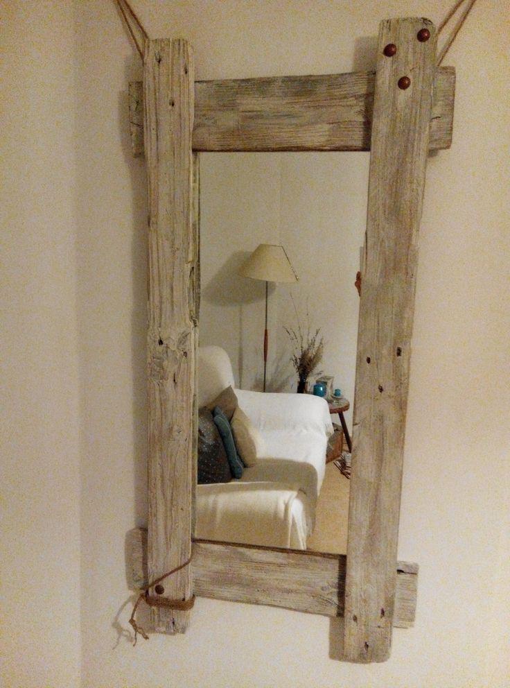 elegante marco para espejo de palet con tachuelas y cuerda de caamo