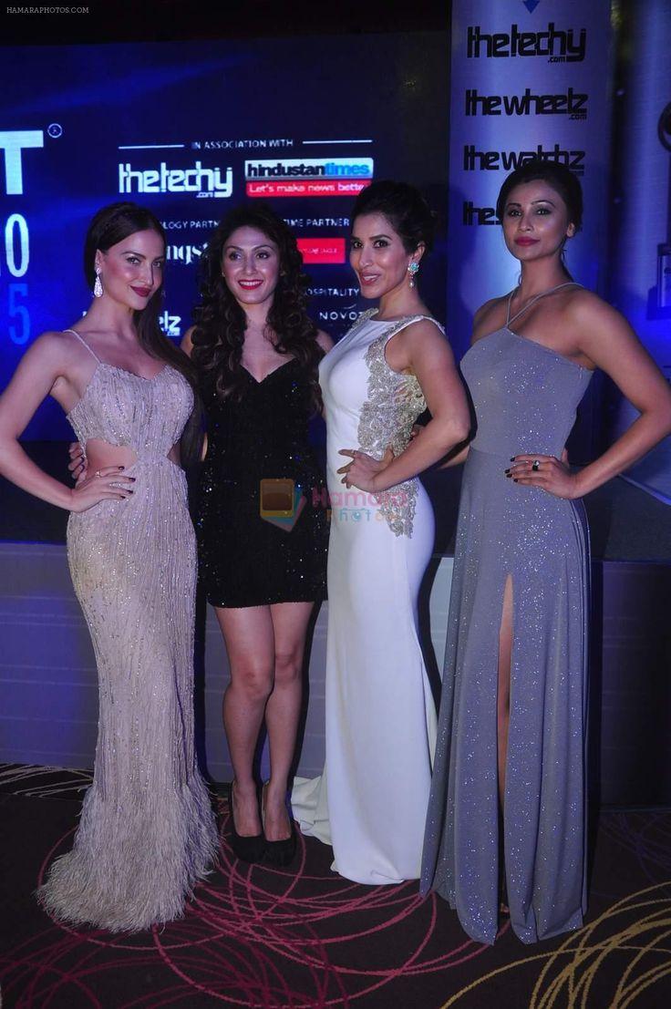 Elli Avram, Manjari Phadnis, Sophie Choudry, Daisy Shah at Exhibit Awards in Mumbai on 28th Oct 2015 / Daisy Shah - Bollywood Photos