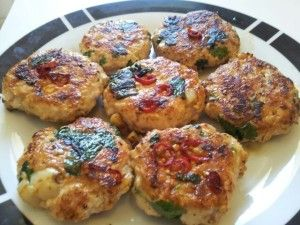 Paleo Herbed Chicken Patties; 600g minced chicken (free-range preferably); 1 cup coriander, chopped; 2 tsp fennel seeds; 3 cloves garlic, minced; 2 chillies (chopped) if you like it spicy; salt and pepper; fat of your choice (I used avocado oil)