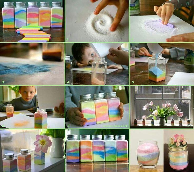 Zout kleuren met krijt Door met een krijtje over zout te rollen kleur je het zout en kan je het gebruiken als decoratie zand. Rol net zo lang over het zout, totdat je de juiste kleur hebt gekregen.