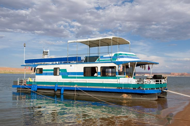 Get on the water by renting a houseboat at some of the best watersport destinations in the country like Lake Mead, Lake Powell, and Lake Vermilion.