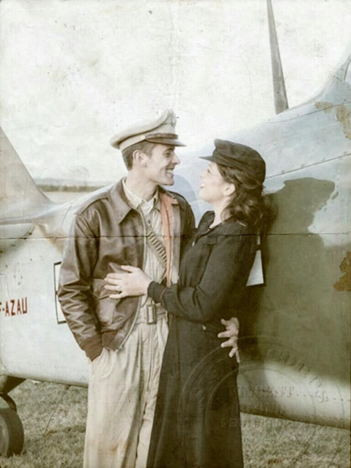 USAAF, pilote and army flight Nurse love during the war... 1943.