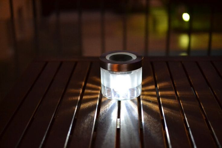 DIY - Une lampe solaire pour moins de 5€ à faire en 5 minutes. Cool !