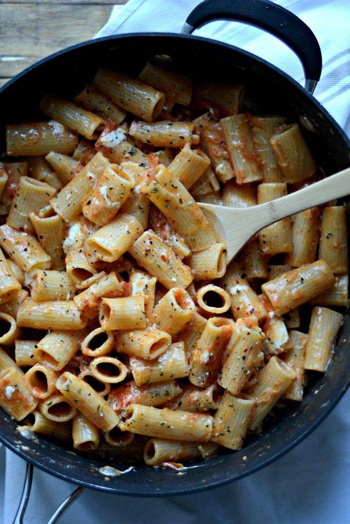 Meatless Monday: One Pot Garlic Tomato Butter Rigatoni with Burrata