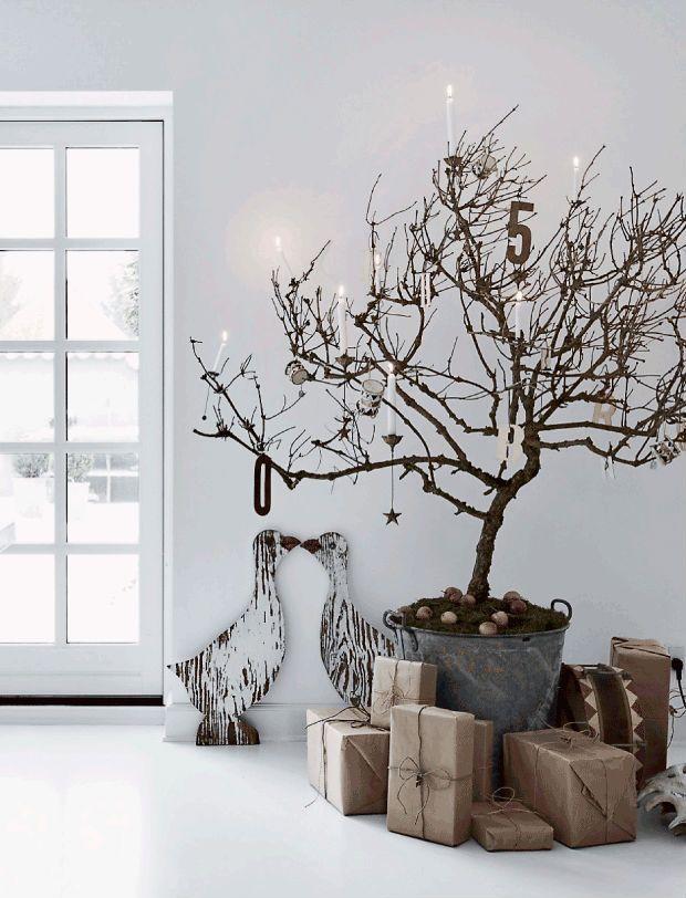Een stoer interieur met een flinke dosis kerstinspiratie - Roomed