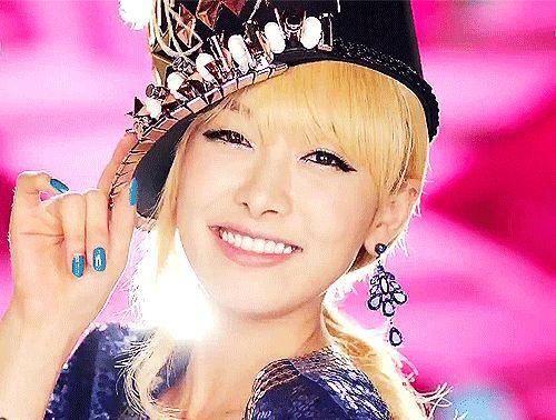 """• Victoria, Invincible Youth'ın ilk sezonunda; Girls Generation'dan Sunny ve Yuri ile 4minute'den Hyuna'nın yerine G7'ın yeni üyesi oldu.  • Victoria, Kore komedi programı """"Running Man""""in 8. bölümünde; Gyeonghui Sarayı'nın, Seoul Tarih Müzesi'nde konuk oyuncu oldu.  • 2010'da, MBC Eğlence Ödülleri'nde """"Popülerlik Ödülü"""" kazandı.  • 31 Aralık'ta, We Got Married'daki partneri 2PM'den Nichkhun ile 2011 MBC Gayo Daejun Festivali'nde sunuculuk yaptı."""