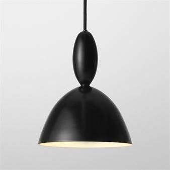 Mhy er en elegant og samtidig leken lampe med sterk personlighet. Den lille størrelsen gjør at den passer på mange forskjellige steder _ over kjøkkenbordet, spisebordet, i entreen, i barnerommet eller akkurat der du helst vil ha en lekker lampe med unik design.