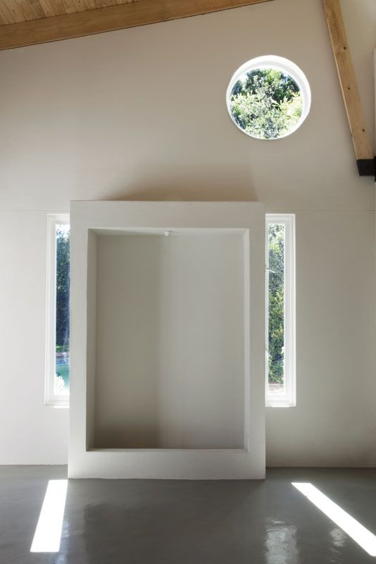 yoga studio Clerestory exposed truss round window by Victoria de la Cour- architect