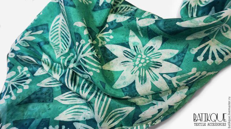 """Купить Батик Платок """" Изумрудный лес"""" - зеленый, орнамент, изумрудный, градиент, листья, лес"""
