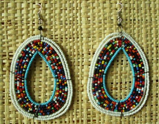 http://www.etnobazar.pl/shop/Moringa-art/products/nowosc-kolczyki-dlugie-z-kolorowych-koralikowi-10