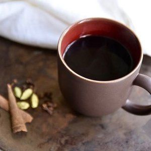 Have a cold like everyone around you? Then you MUST try my recipe for this immune boosting, cold busting elderberry tea. It will have you feeling great in no time! #remediesthatwork #elderberry