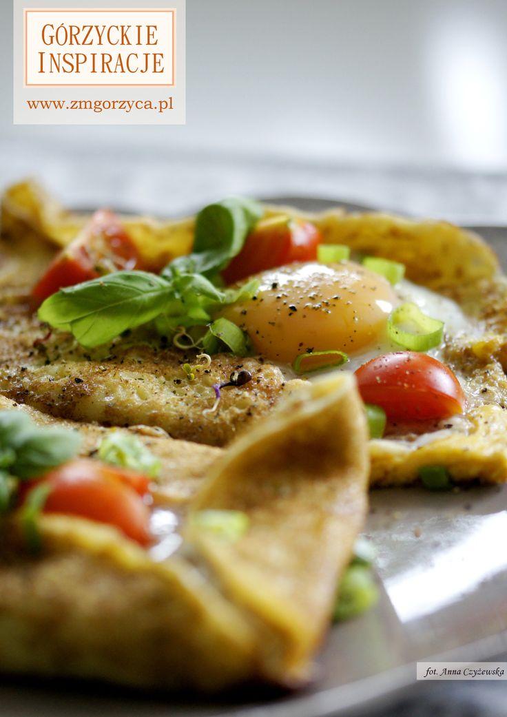 Uwielbiacie naleśniki na śniadanie? Zostało Wam kilka placków z wczoraj i nie wiecie co z nimi zrobić? Mamy nadzieję, że nasza propozycja podania ich z jajkiem sadzonym, szynką górzycką, cukinią, pomidorkami i szczypiorkiem przypadnie Wam do gustu http://www.zmgorzyca.pl/gorzyckie-inspiracje/sniadanie/480-tost-szlachecki-2?hitcount=0