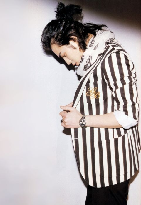 matsumoto jun in a stripey coat and alexander mcqueen scarf :'D