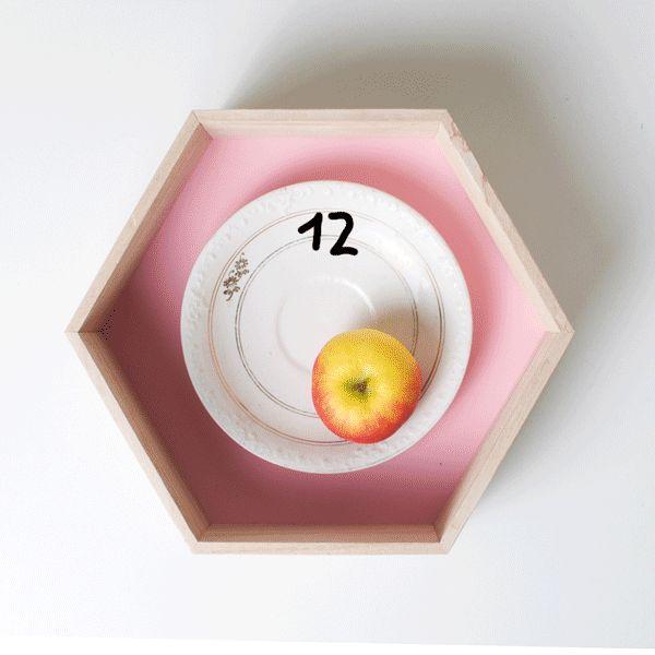 Quelle heure est-il? Animation by Julia Kaiser #gifanimation #animation #illustration #stilllife #photography#circling #round #hexagon