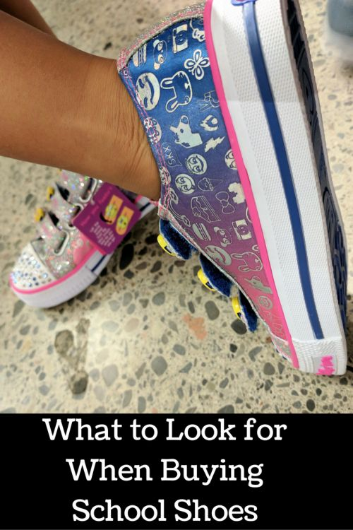 Do you know what to look for when buying new shoes for kids? We've got some tips to help you out now that the school year has started! #ad #GotItAtSears