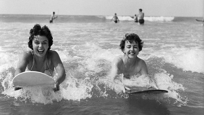 Surfing at Newquay in May 1955: rare vintage beach photos - uk.weather.com
