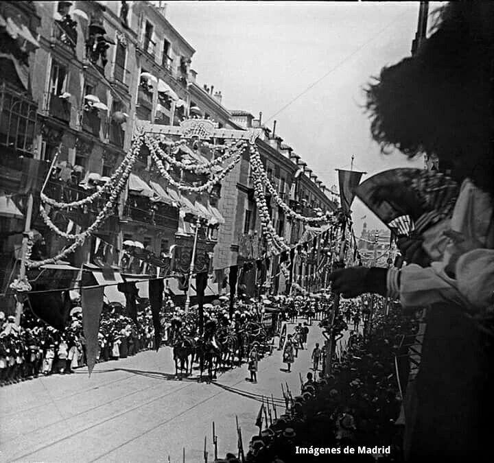 Comitiva real por los esponsales de los reyes 1906