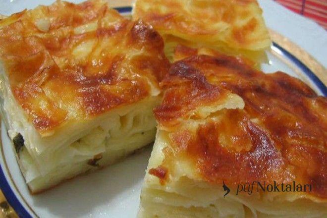 Peynirli tepsi böreği nasıl yapılır? Hazır yufkadan yapılıyorsa misafirler için eşsiz bir tat ve lezzet sunumu olmaktadır. Zahmetsiz ve kolayca hazırlanır.