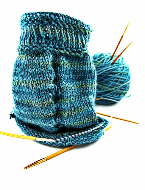 Free Knitted Sock Patterns On Circular Needles : 17 Best images about Hand Knit Socks on Pinterest Free pattern, Knit sock p...