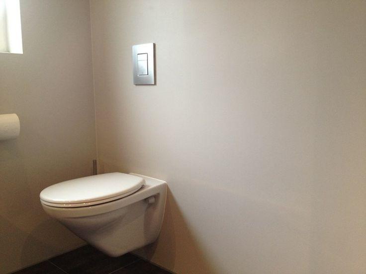 Een sterke, watergedragen 2-componenten coating. Toepassing op wanden in ruimtes die zeer vochtig worden, zoals sauna's, zwembaden, en doucheruimtes. Extreem goed schrobbaar en bestand tegen neutrale reinigingsmiddelen. UV bestendig. Mat, zijdemat of glans, in transparant en vrijwel alle dekkende kleuren.  Producttoepassingen Wanden en plafonds in doucheruimtes, toiletten en andere natte ruimtes in woonhuizen, kantoren, boten/jachtbouw, chalets, ziekenhuizen, hotels, cafés en restaurants.