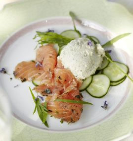 Graved Lachs mit Gurkenmousse - Rezepte - [LIVING AT HOME]