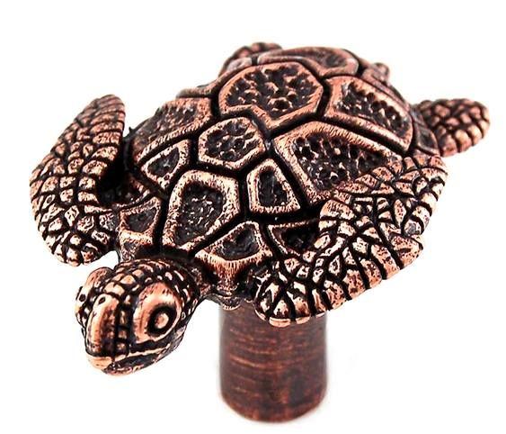 FERRAGENS VINTAGE PARA MÓVEIS DE PRAIA  Nossa relação afetiva com tartarugas marinhas vem de muito tempo, desde a infância passada na praia até a vida profissional.  Daí a satisfação de encontr…