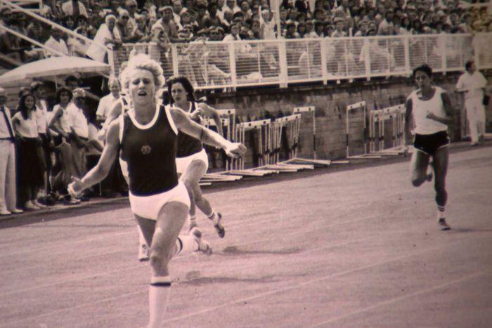 East German runner Ines Geipel competes