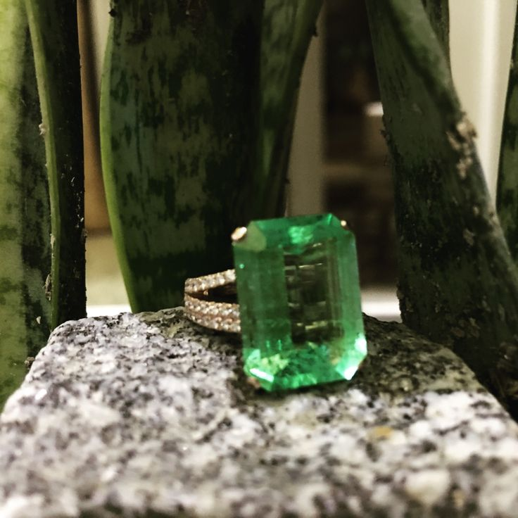 11.6 carat Colombian Emerald set in 18K rosegold