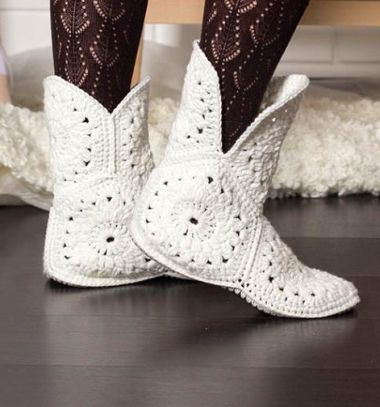 DIY white crocheted flower boots (free crochet pattern) // Fehér virágos horgolt bokacsizma (képes horgolásmintával) // Mindy - craft tutorial collection