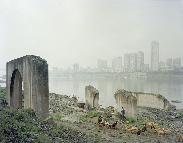 Between the mountains and water : ZHANG KECHUN