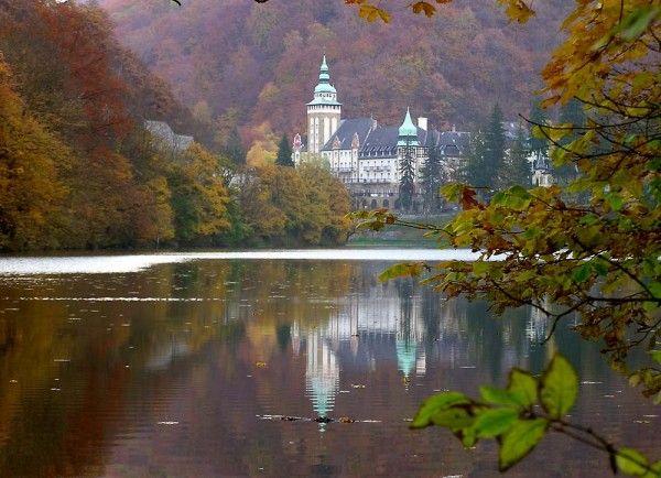 Hamori #lake #fall #landscape