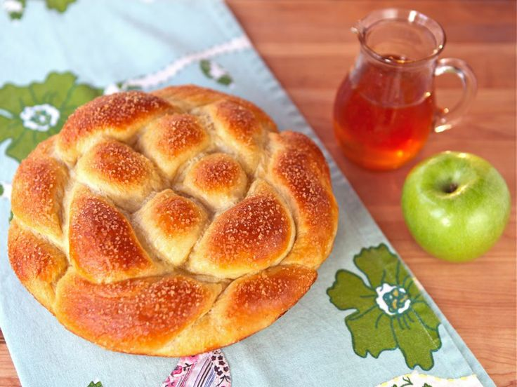 Apple Honey Challah - She has a tutorial for the braid and it looks ...