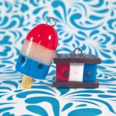 🎇Happy fourth of July!🎇 Here I have an ice cream sandwich and a bomb pop with patriotic colors. I hope everyone who celebrates has a great Independence Day. No jokes today... It's time to party! 🎊☺🎉 #kawaii #cute #polymerclay #polymerclaycharms #crafts #fourthofjuly