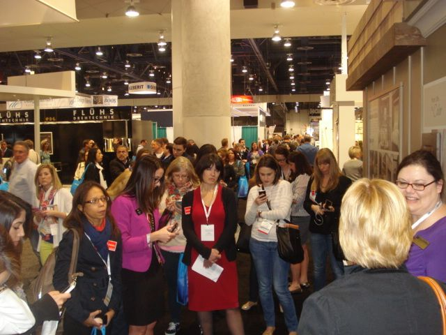Our huge group at the @Wellborn Cabinet Inc. booth tweeting away!! #KBIS2014