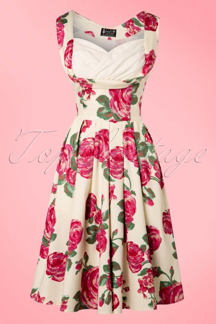 Voeg een vleugje vintage romance toe aan je garderobe met deze 50s Madison Pink Rose Swing Dress!  Madison makes us go mad! Zij is de definitie van eenromantischeklassieke fifties jurk met haar prachtige platte plooitjes en adembenemend mooie top die je buste mooi omlijst door de contrasterende en geplooide witte sweetheart halslijn. Uitgevoerd in een crèmekleurige katoenmix met een hele lichte stretch en een romantische donkerroze rozenprint die niet alleen een droom is om...