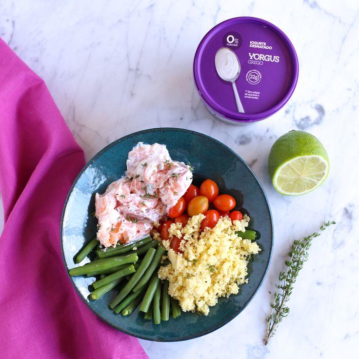 Ingredientes: 150g de salmão defumado misturado com 2 colheres de sopa de Yorgus 0%, 1/2 dente de alho picado e tomilho a gosto  Sirva com: Coucous Tomatinhos cereja Vagem