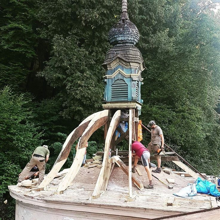Uz zakladame barokove ramenaty. Co chybalo sme doplnili. #nepomucky #banskabystrica #nasaobnova #kaplnka