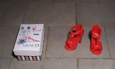 HAND-MADE DOLLS' HOUSE 1/12TH SCALE SHOE BOX AND SHOES