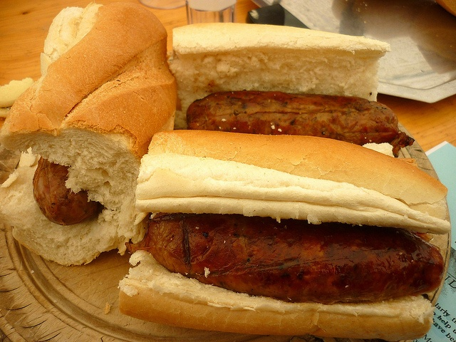 Choripan Chileno... (Is basically a grilled sausage between two pieces of bread, typical cuisine of Argentina, Uruguay and Chile. Is generally prepared with French bread and grilled sausage. Consumed during the first moments of the realization of the above roasted as food the flesh, the entree, whose cooking time is slower).