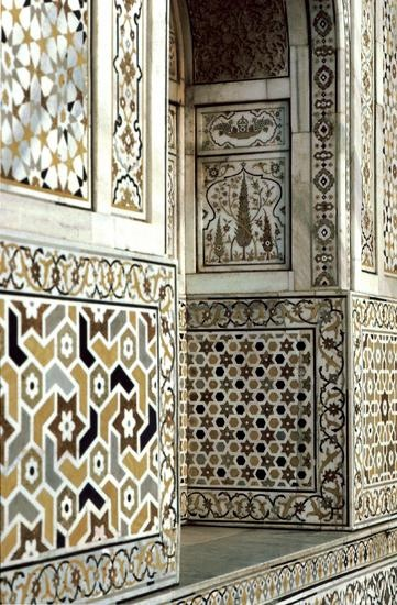 Very unusual & elegant coloration for these wall tiles. Pattern in Islamic Art - Tomb of Itimud ad-Daula