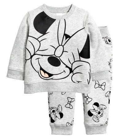 Light gray/Minnie Mouse. Set in soft sweatshirt fabric with a printed design and soft, brushed inside. Long-sleeved top with snap fastener on one shoulder