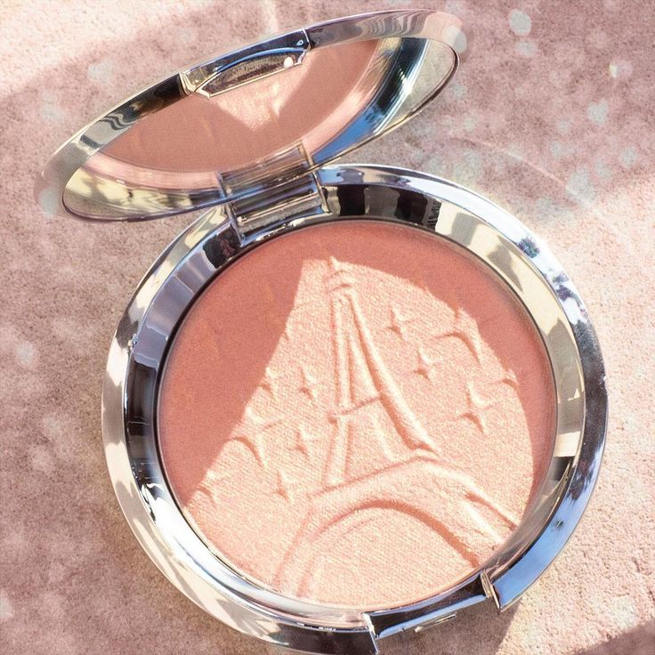 It's here and its #Glow will dazzle you! Our NEW Pressed Highlighter in Parisian Lights, created in collaboration with @Sananas2106, will give you a stunning soft pink-golden light!  Perfect for all skin tones! Get it NOW at BECCACosmetics.com or @Cultbeauty. Head to our Instagram Story to see how @Sananas2106 and our other #BECCABeauties lit up the night at the Parisian Lights launch party in Paris! #BECCAxSANANAS