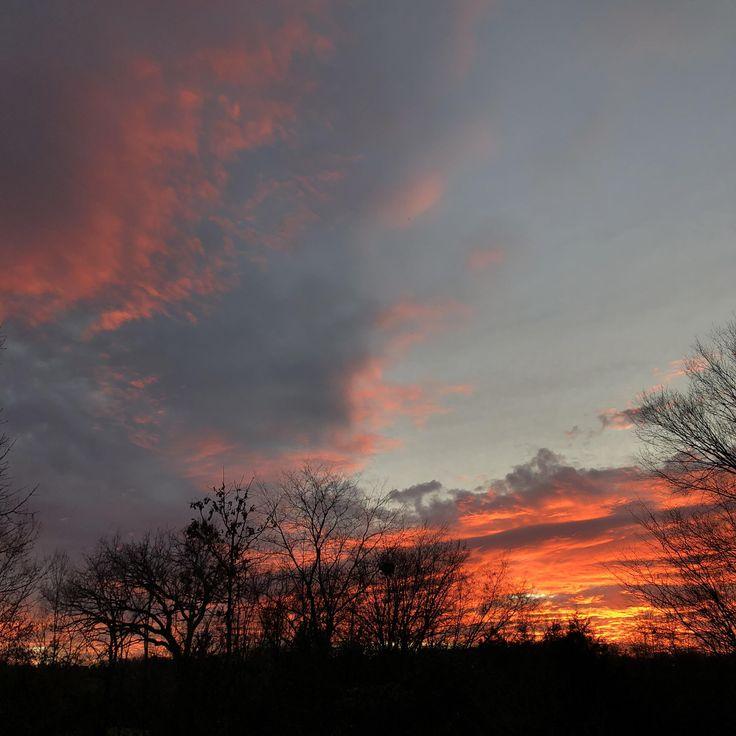 Sunset tonight just outside Jefferson City MO [4000x3000] [OC]