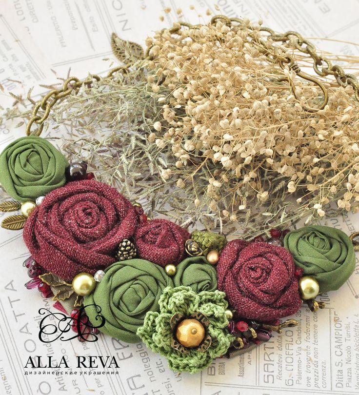 """Купить Колье """"Гранатовый сад"""" - комбинированный, колье, колье текстиль, цветы из ткани, колье с цветами"""