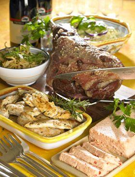 Middelhavsbuffet - laksemousse med fennikelsalat, langtidsstegt lammekølle, provence-marinerede kyllingstrimler, kartofler og hvide bønner i basilikumcreme