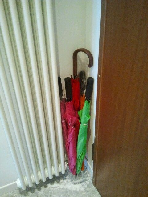Just for fun  :-) For the UMBRELLA STAND... just a 'minimal'  corner!  :-)