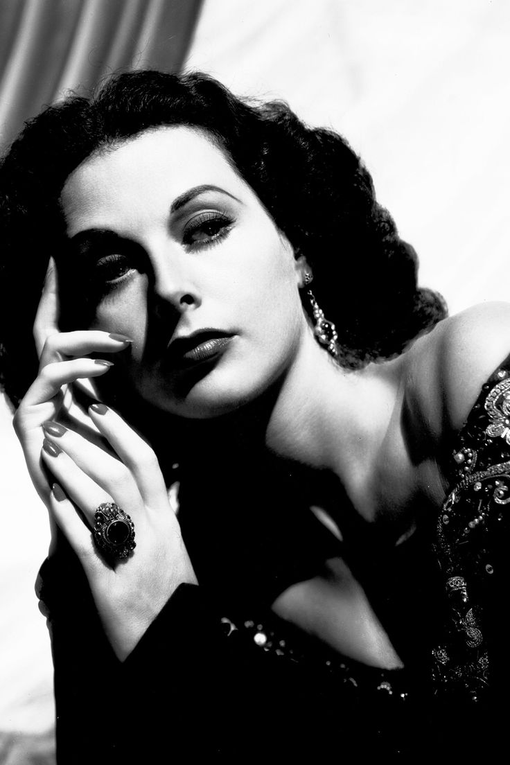 In Photos: Hedy Lamarr's Old Hollywood Glamour - HarpersBAZAAR.com